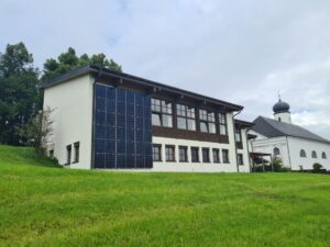 Read more about the article Pfarre investiert in neue Photovoltaikanlage
